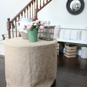 Easy & Simple Burlap Tablecloth